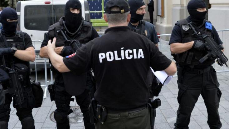 Zsaruk razziáztak több háznál Tallóson is!