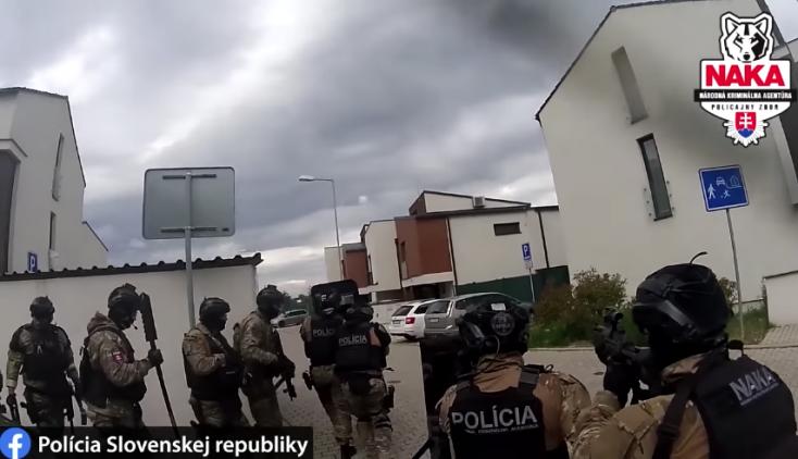 Épp adócsalókra töri rá az ajtót a NAKA, 100 rendőr akciózik országszerte