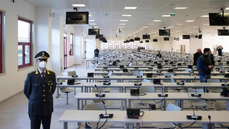 A 'ndrangheta maffiaszervezet háromszáz tagja áll bíróság elé Olaszországban