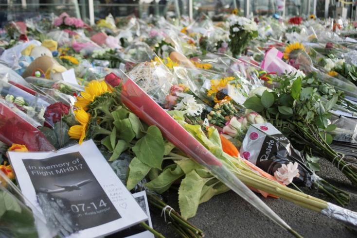 Emlékművet avattak a maláj repülőgép 298 áldozatának emlékére