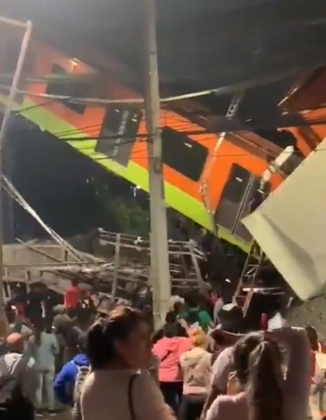 Híd omlott egy metrószerelvényre Mexikóvárosban, több ember meghalt