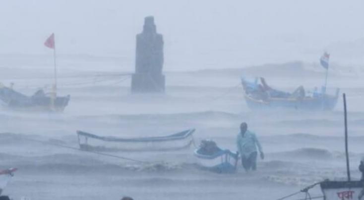A Tauktae ciklon felborított egy hajót Indiában, nagyon sokan eltűntek