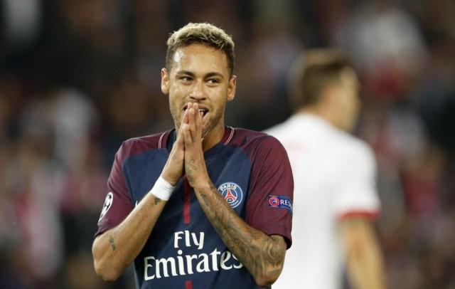 Neymar tíz hétig nem léphet pályára