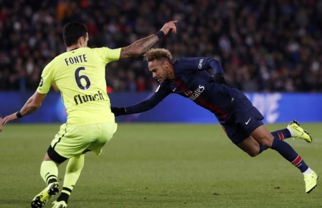 Neymar Brazíliában gyógyul tovább