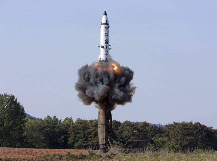 Rakétakísérlet Észak-Koreában, amerikai hadászati bombázók Dél-Koreában
