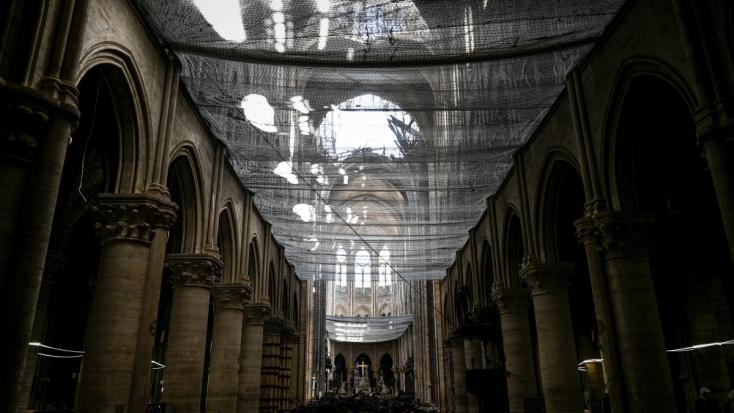 Először tartanak misét a Notre-Dame-ban a tűzvész után