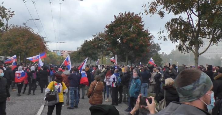 Több személyt is őrizetbe vettek a kormányellenes tüntetésen