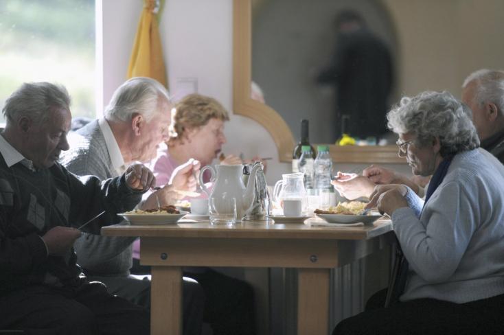 Március végéig a nyugdíj mellett dolgozók is megkapják a megemelt nyugdíjat