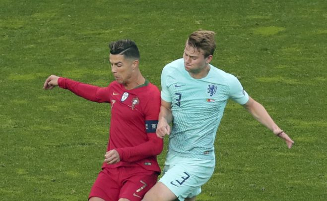 Ronaldo a Juventushoz csábítja De Ligtet