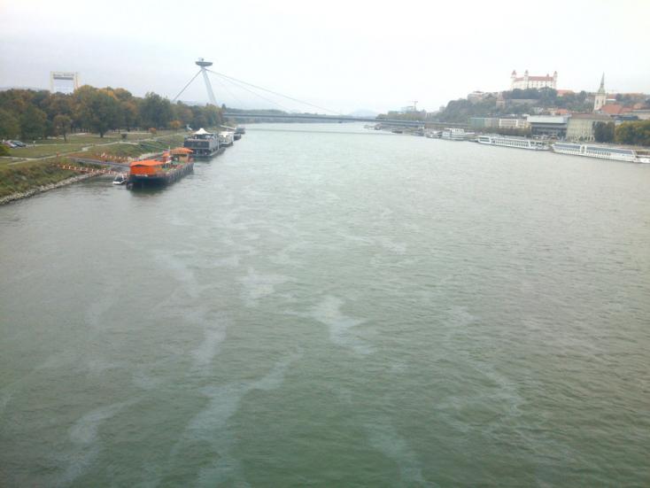 Félelmetes olajfoltokat fotóztak a Dunában