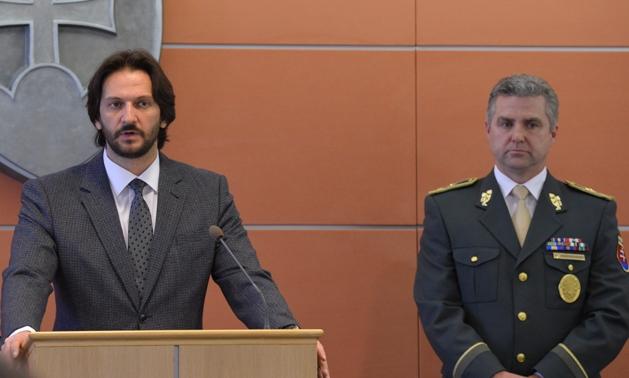 Az ellenzék felszólította Ficót, hogy váltsa le Kaliňákot és Gašpart