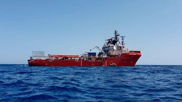 Közel négyszáz menekült számára kértek kikötést Olaszországban az őket szállító civilhajók