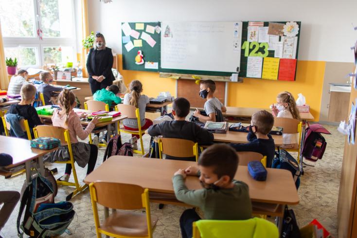 Pénteken 2640 intézményben folytatódott a tantermi oktatás