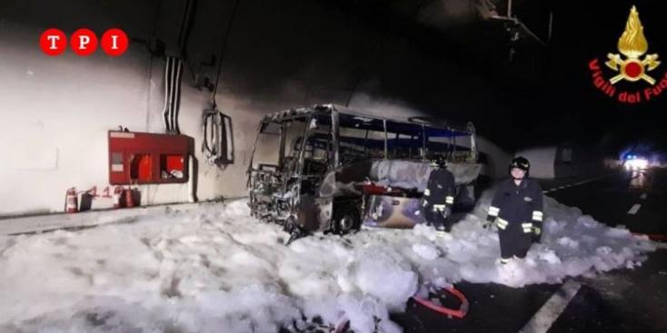 Huszonöt gyereket mentett ki egysofőr a lángolóbuszból Olaszországban