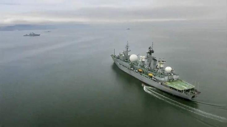 Figyelmeztető lövést adott le egy orosz hadihajó egy brit romboló felé a Fekete-tengeren