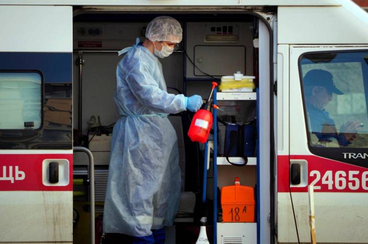 Azt nem tudják pontosan, a járvány hányadik hulláma tombol, de az tuti, hogy az oroszoknál rekordot döntött a napi halálozások száma