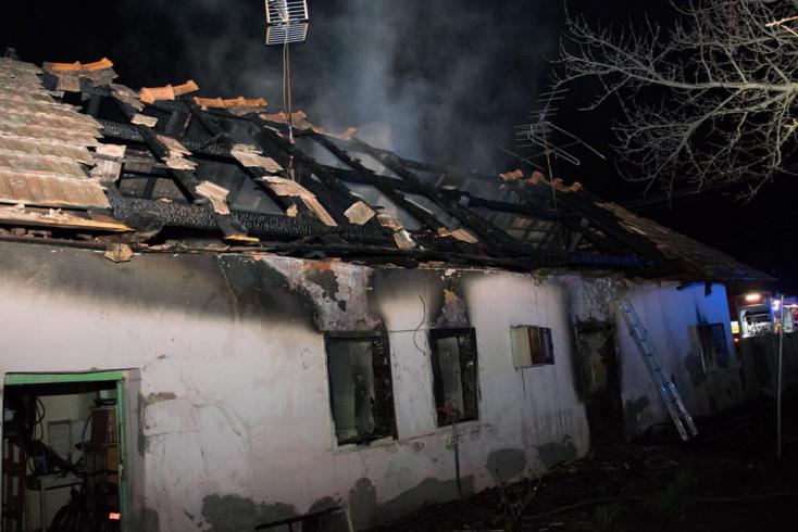 TŰZESET: Megégett holttestre bukkantak a kigyulladt családi házban