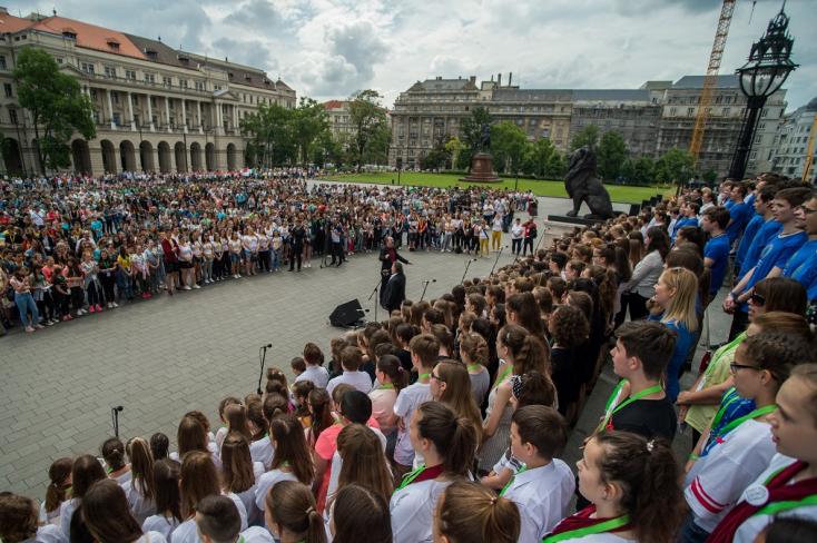 Kézfogásban az érsekújvári diákok viszik a prímet (VIDEÓ)