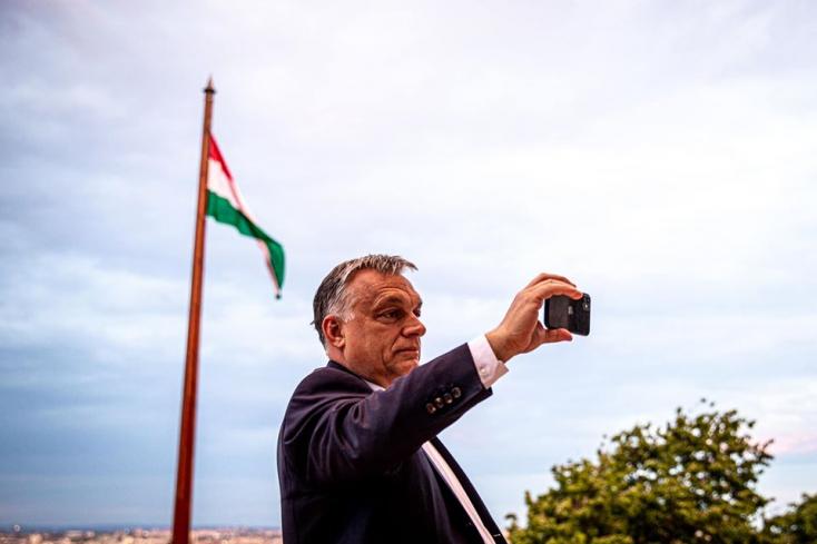 Senki ne merészelje leírni, hogy Orbán egy diktátor, mert elviszik a zsaruk!