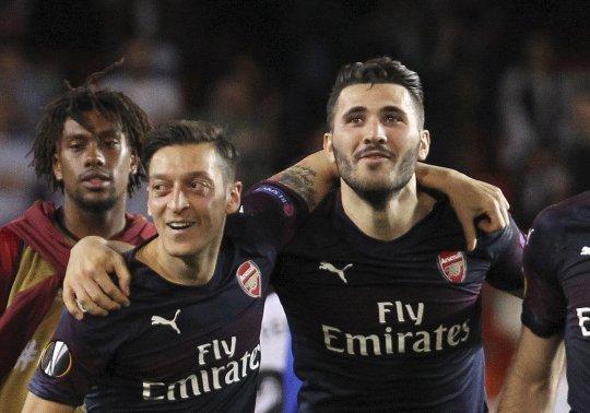 Premier League - Napi 24 órás védelem alá helyezték Özilt és Kolasinacot