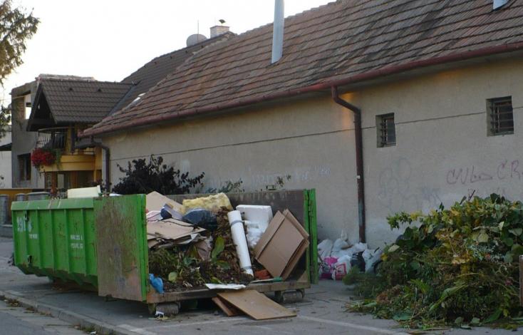 Ökotáskával hívják fel a figyelmet az ésszerű hulladékgyűjtésre Szencen
