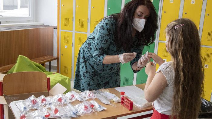 Több tízezer diák vett részt az önkéntes PCR-tesztelésen, ismertek az eredmények