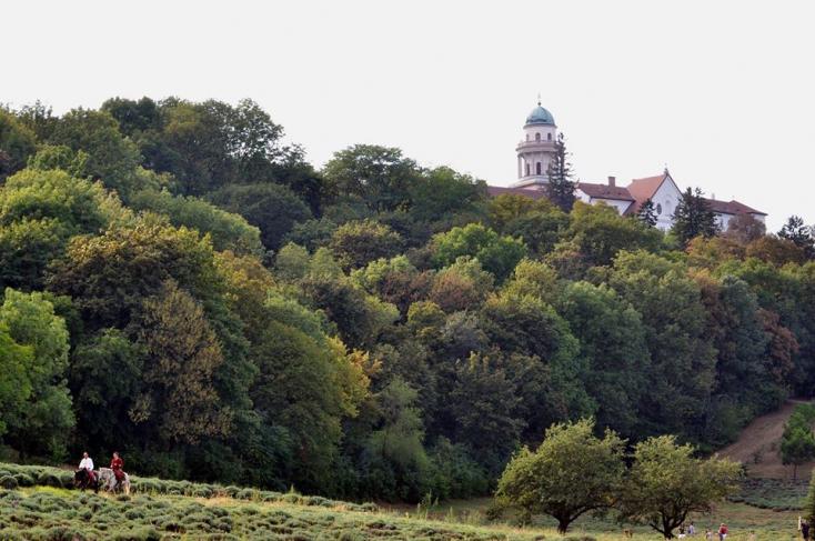 Rájöhetünk, hogy Dunaszerdahelytől Pannonhalmáig is rengeteg az izgalmas látnivaló