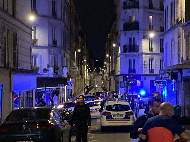 Kávézóba rohant egy gépkocsi Párizsban, egy ember meghalt