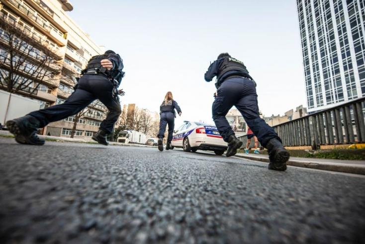Elektromos rollerra pattanva menekült elkétmillió eurós zsákmányával egy ékszerrabló Párizsban