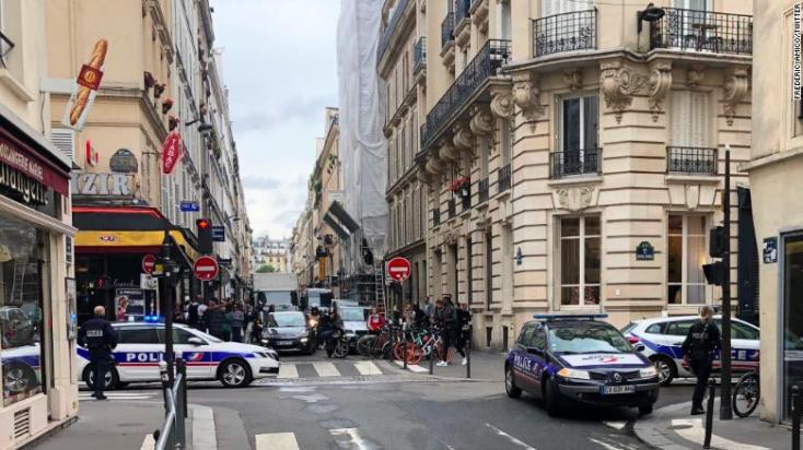 Túszdráma Párizsban: robbanószerkezettel fenyeget egy férfi