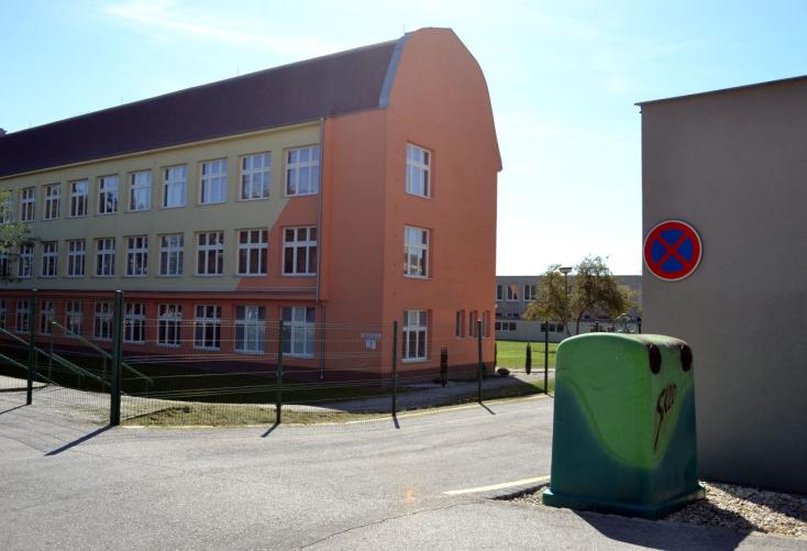 Notórius feljelentgető bosszantja az embereket a dunaszerdahelyi Komenský utcában