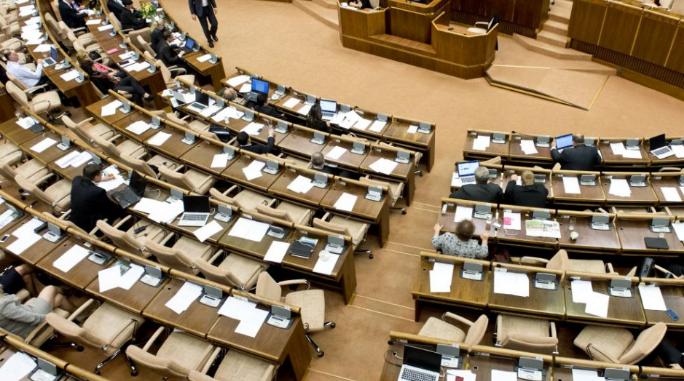 A képviselők az ígéretek betartását várják az új államfőtől