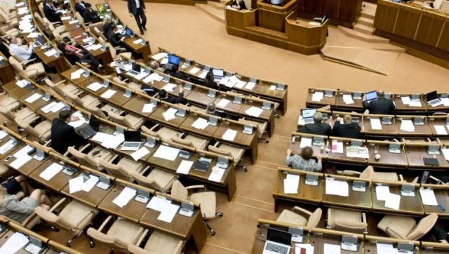 Rábólintott a parlament az adóbónuszra