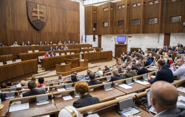 POLIS: Közel a parlamenti küszöbhöz a Híd, második helyre ugrott az OĽaNO