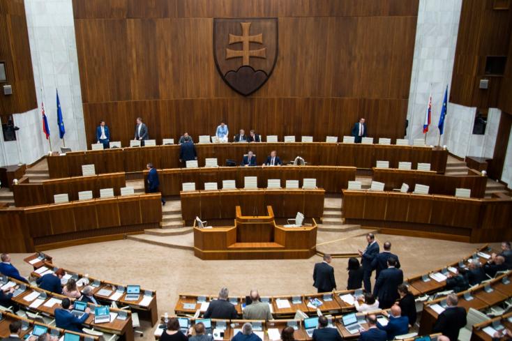 Bugár Kiskára mutogat, az ellenzék szégyent kiált!