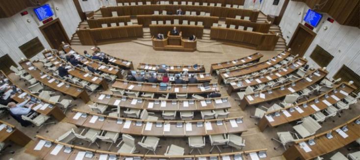 Elfogadták az igazságszolgáltatás megtisztítását célzó módosítást