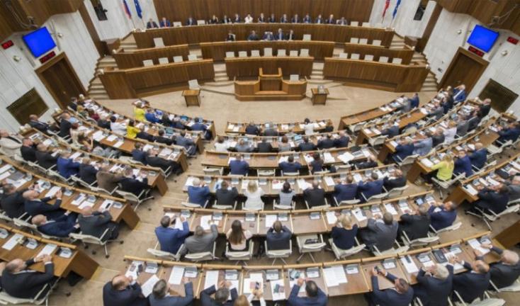 A parlament újra szavazni fog az alkotmánybíró-jelöltekről