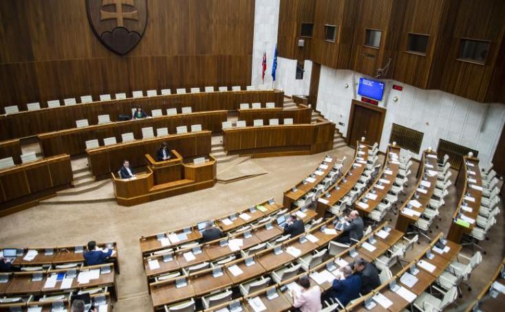 Hétfőn jön a rendkívüli parlamenti ülés a veszélyhelyzet meghosszabbításáról