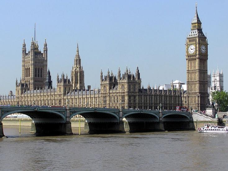 Havonta ezrek néznek pornót a brit parlamentből