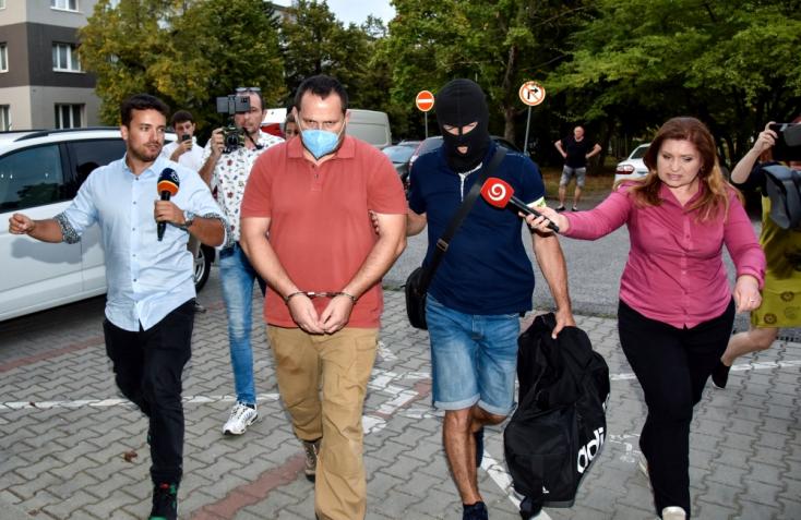 TOTÁLIS HÁBORÚ A RENDŐRSÉGEN: Vizsgálati fogságba helyezték a NAKA legnagyobb nyomozóit