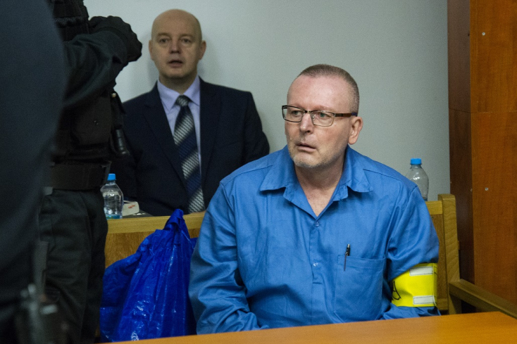 Ez a nap is eljött: elkezdődött a gyilkossági kísérlettel vádolt exminiszter pere