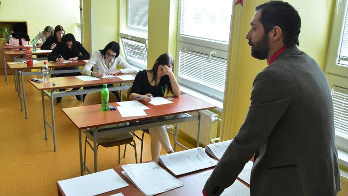 Elégedetlenek a pályakezdő pedagógusok, nem tudnak megélni a keresetükből