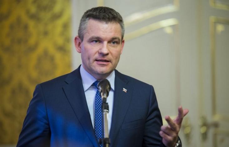 Rendkívüli parlamenti ülésen akarja leváltani Pellegrinit az OľaNO