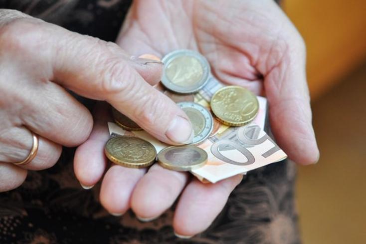 Egy év alatt 16,54 euróval emelkedett az átlagnyugdíj