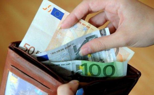 Elmaradnak a budapesti fizetések a prágaiaktól és a pozsonyiaktól