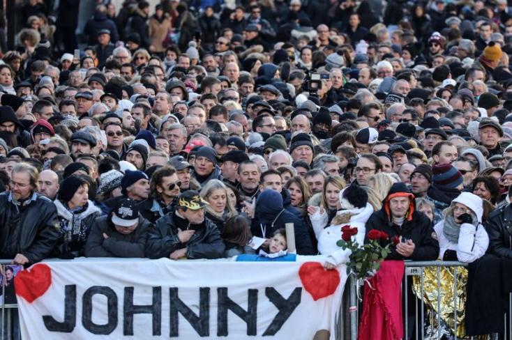 Hatalmas tömeg búcsúztatta Párizsban Johnny Hallyday-t