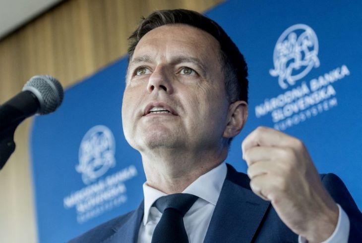 Vesztegetéssel gyanúsították meg Peter Kažimírt, Fico volt pénzügyminiszterét, a Szlovák Nemzeti Bank elnökét