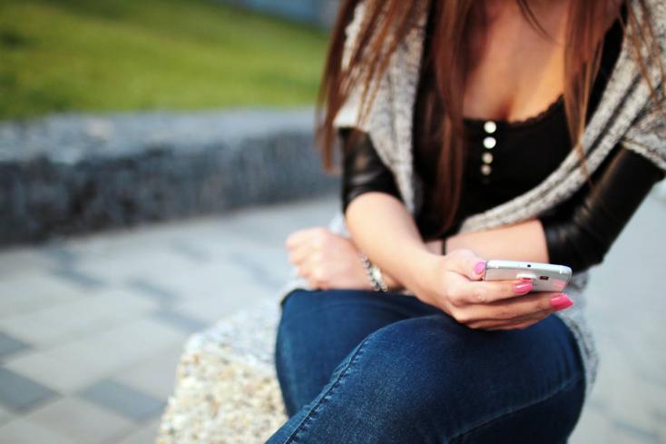 SMS-ben kaphatunk különféle figyelmeztetéseket, aBelügyminisztérium tárgyal a mobilszolgáltatókkal