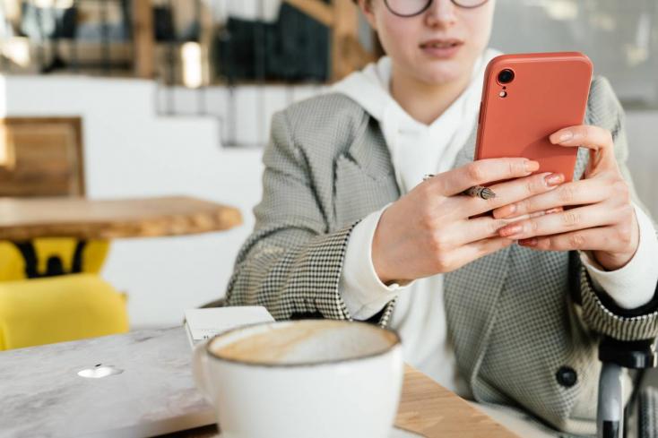Újabb bevetésen a telefonos átverők: a Szlovák Posta nevében küldenek sms-t