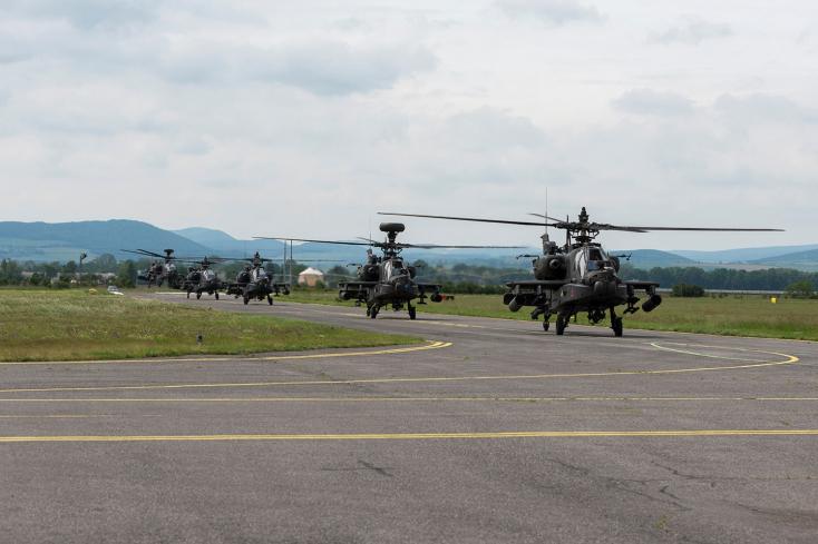 Helikopterezésseludvarol az SNS a sajátjainak, amíg a tökeit meg nem markolja valaki